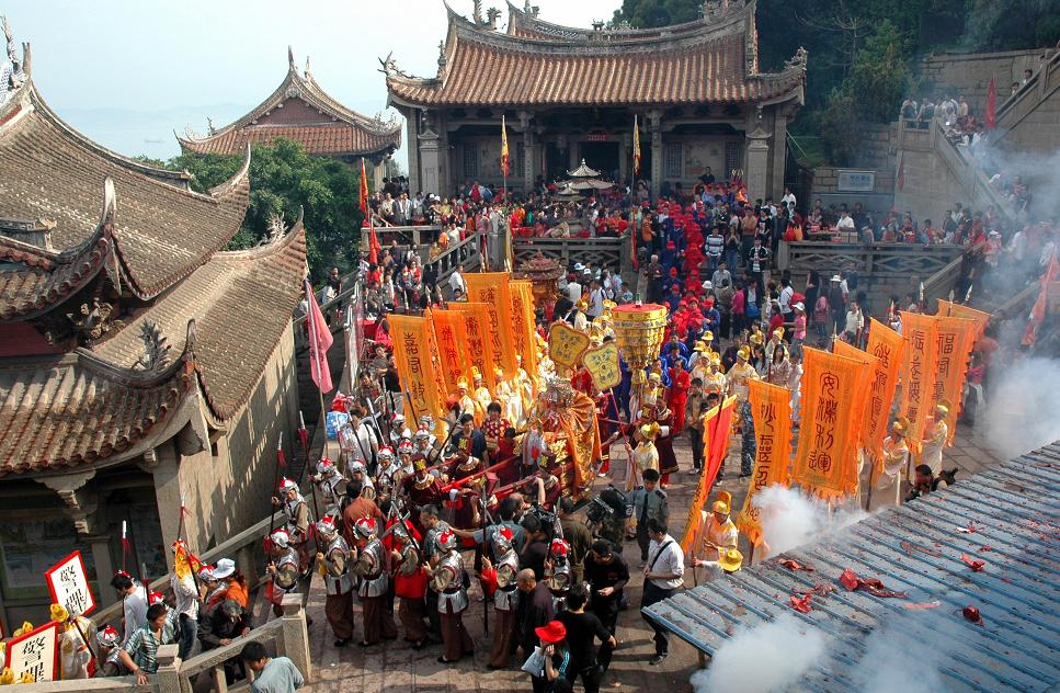 湄洲妈祖金身起驾前往祖庙天后广场祭坛安座